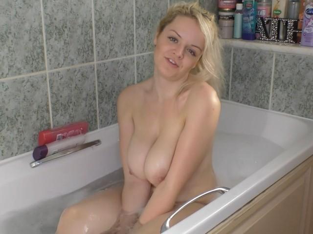 Melody takes a bath